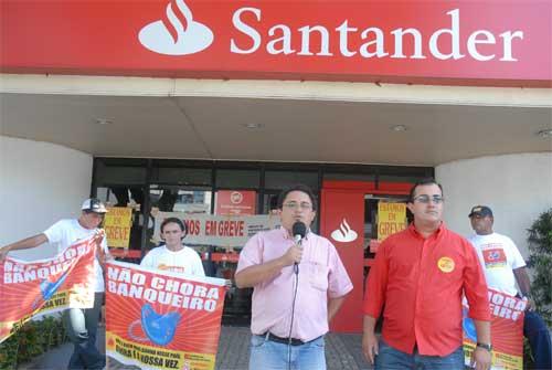 DJF 8963 g  Bancários chegam ao 15º dia de greve, enquanto banco registra recorde de venda de ações primárias