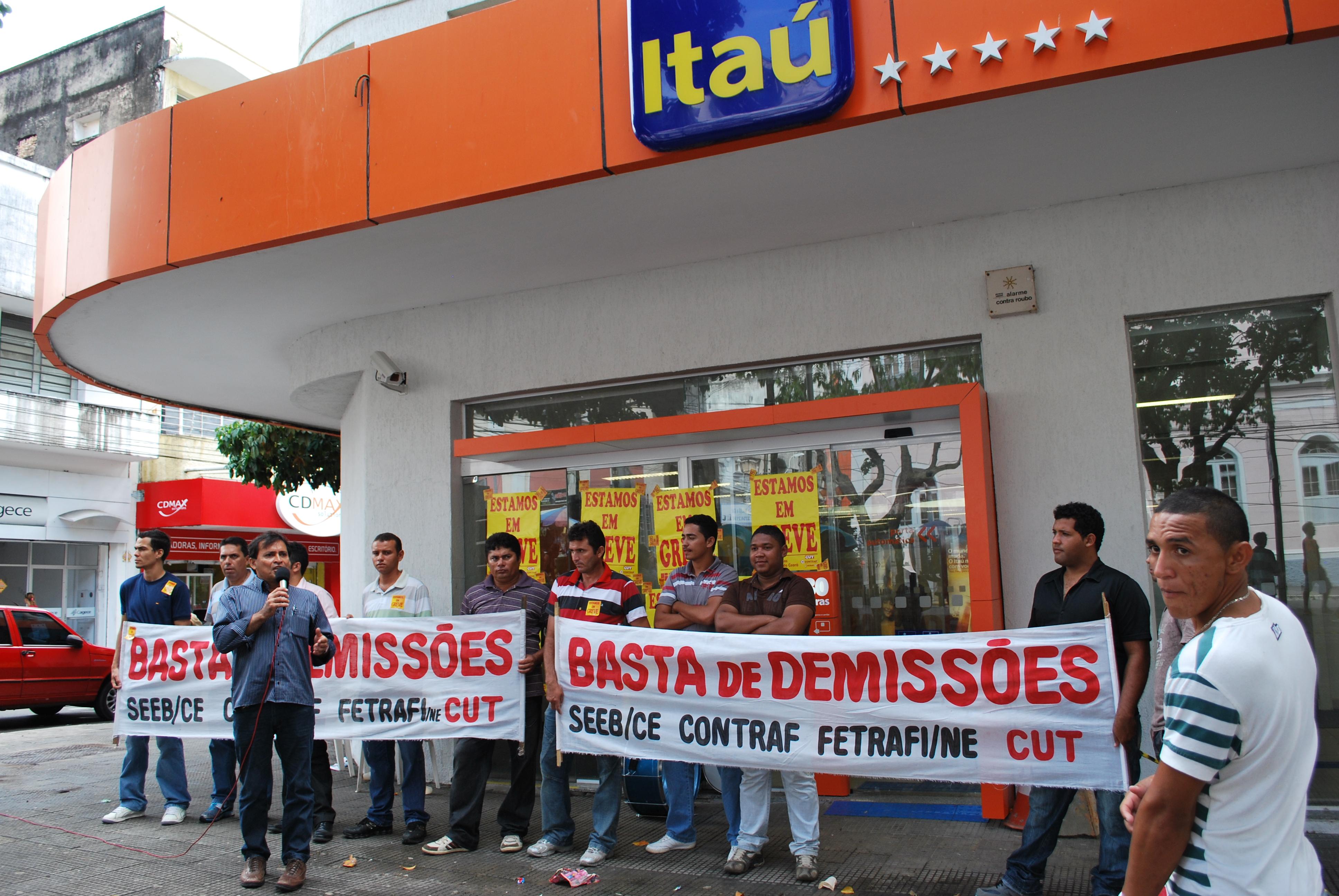 Banc�rios do Ita� entregam minuta de reivindica��es espec�ficas na quinta, dia 28