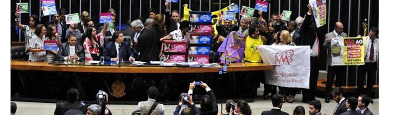 Retrocesso: PEC 241 � aprovada em segundo turno na C�mara e segue para o Senado