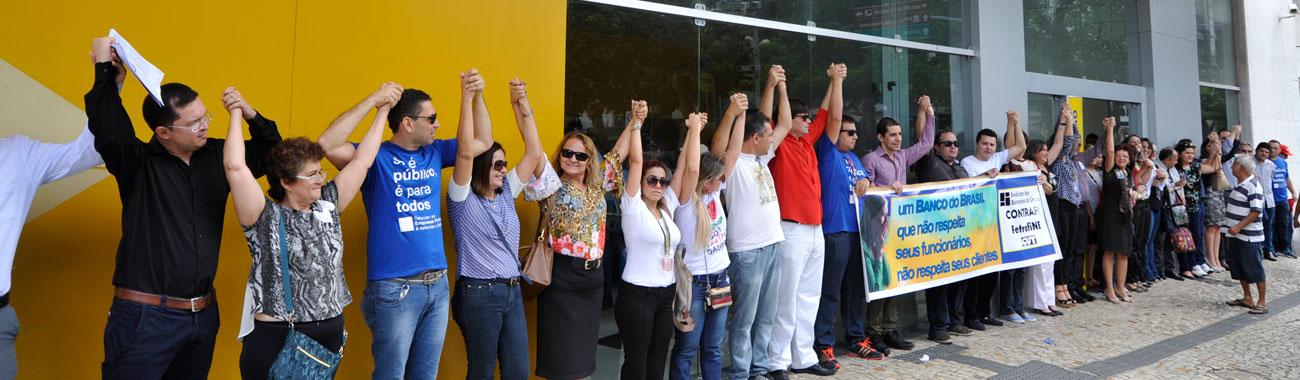 Bancários do BB abraçam agência da Praça do Carmo em Dia Nacional de Luta